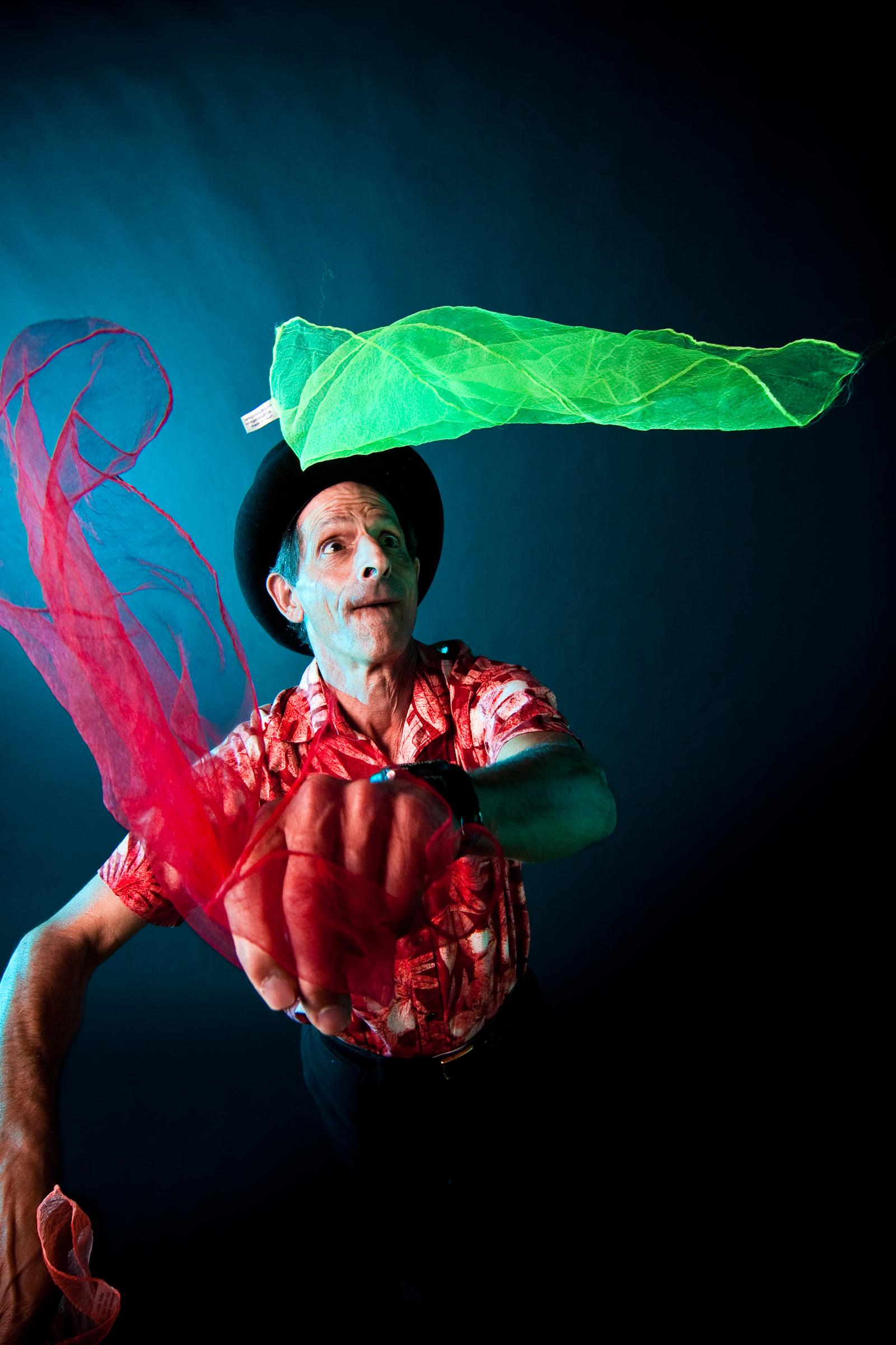 Bob Kahn, Magician, performing his MaGic Energy tricks.